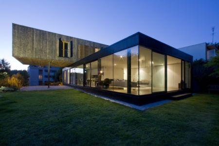 salon extérieur nuit - Maison R - Colboc Franzen & Associés - France - Photos © Cécile Septet