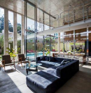 salon & grande baie vitrée - Botucatu-House par FGMF Arquitetos - Botucatu, Brésil