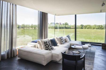 salon & grande baie vitrée - Graafjansdijk-House par Govaert & Vanhoutte Architects - Belgique