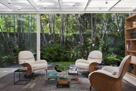 salon intérieur - Brise House par Gisele Taranto Arquitetura - Rio de Janeiro, Brésil