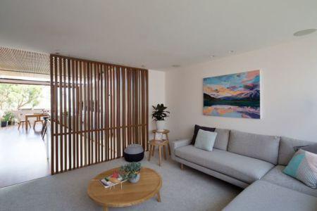 salon & séparation bois accès salle séjour - Queenscliff-Design par Watershed Design - Sydney, Australie