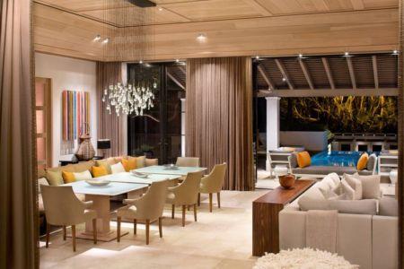 salon & salle de séjour - villa par Krutz Homes - Floride, USA