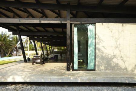 salon terrasse - Bambou pavillion par Koffi Diabat architectes - Assinie-Mafia, Côte d'Ivoire