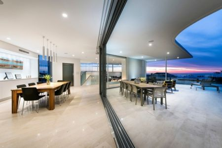 salon terrasse - City Beach House - par Banham Architects - Perth, Australie.jpg
