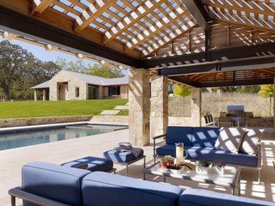 salon terrasse - Mountain Wood Residence par Walker Warner Architects -Woodside, Usa