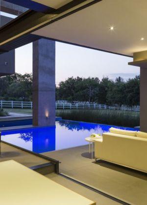 salon terrasse design - House-in-Blair-Atholl par Nico van der Meulen Architectes - Johannesburg, Afrique du Sud