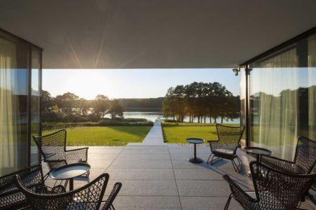 salon terrasse design - Nemo-house par Mobius Architects - lac Mazurie, Pologne
