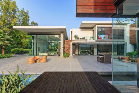 salon terrasse design - Three Trees House par DADA & Partners - New Delhi, Inde