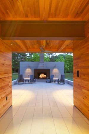 salon terrasse design & cheminée - Pond-House par Holly-Smith-&-Architectes - Louisiane, USA