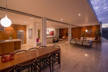 salon terrasse design & grande baie vitrée - villa contemporaine par Adrián Noboa Arquitecto, Malecon Las Colinas, Pérou