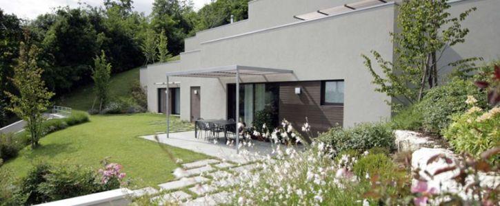 salon terrasse design - semi-ipogea-house par Dario Scanavacca - Marostica, Italie