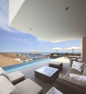 salon terrasse design & vue piscine - House-Poseidon par Domenack arquitectos - Pucusama, Pérou