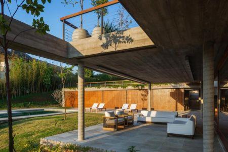salon terrasse et piscine - Ft house par Reinach Mendon Arquitetos - Bragança Paulista, Brésil