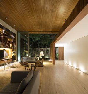 salon tv et bibliothèque - Tetris House par Studio mk27 - São Paulo, Brésil
