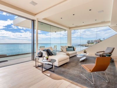 salon - villa contemporaine à Malibu, Usa
