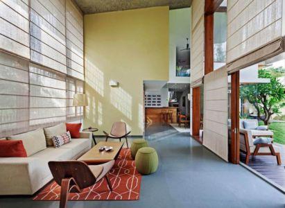 salon & îlot de cuisine - L-Plan-House Klosla Associates - Bangalore, Inde