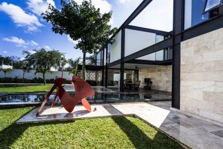 sculpture et terrasse - Montebello 321 par Jorge Bolio Arquitectura - Merida, Mexique