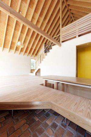 estrade en bois - Gabled-Roof par Tailored Design Lab - Kawagoe, Japon
