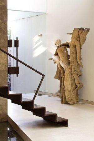 statut en bois près escalier - House-S par Lassala Elenes Arquitectos - Zapopan, Mexique