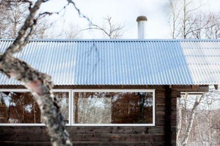 tôle ondulée & baie vitrée - femunden par Aslak Haanhuus Arkiekter - Femund, Norvege