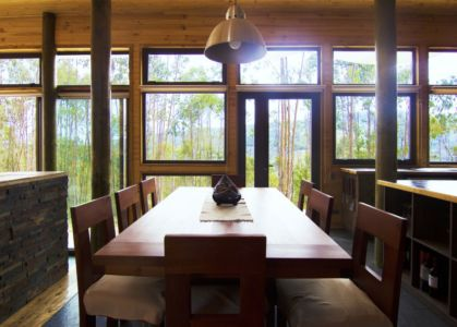table séjour - Casa Tunquén par CO2 Arquitectos - Vaparaiso, Chili