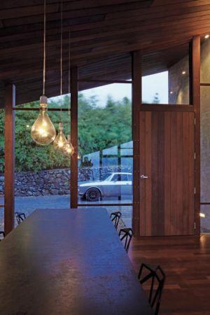 table séjour - Clifftop House Maui par Dekleva Gregoric Arhitekti - Maui, Hawaï