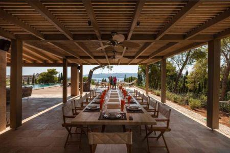 table terrasse - House in South Peloponese par Gem Architects - Grèce