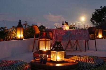 table terrasse toit nuit - jodie-cooper-design par Jodie Cooper Design - Bali, Indonesie