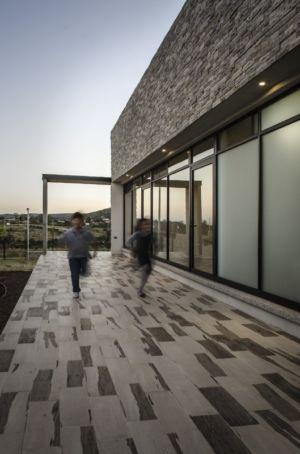 terrasse - La Tomatina House par Plastik Arquitectos - Aguascalientes, Mexique