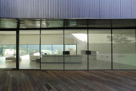 terrasse arrière salon - Alps Villa par Camillo Botticini Architect - Brescia, Italie