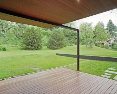 terrasse bois - NM House par GEZA Gri et Zucchi Architetti Associati - Tarcento, Italie