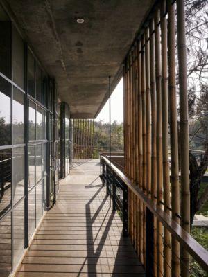terrasse bois - Riparian-House - Architecture Brio - Karjat, Inde