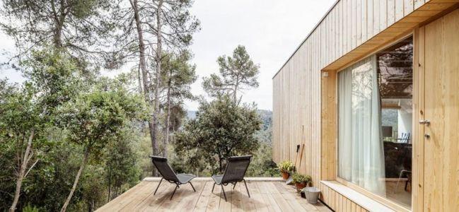 terrasse bois balcon - House LLP par Alventosa Morell Arquitectes - Collserola, Espagne