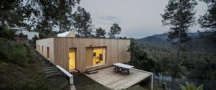 terrasse bois salon & entrée - House LLP par Alventosa Morell Arquitectes - Collserola, Espagne