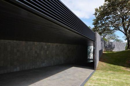 entrée - casa-altamira par Joan Puigcorbé - Ciudadd Colon, Costa Rica