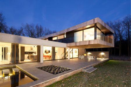terrasse de nuit - 102 Heesch par Hilberink Bosch Architecten - Bosvilla, Pays-Bas