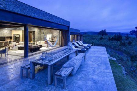 terrasse de nuit - Casa BS par  Elías Rizo Arquitectos - Tapalpa, Mexique