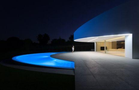 terrasse de nuit - Casa Balint par Fran Silvestre Arquitectos - Valence, Espagne