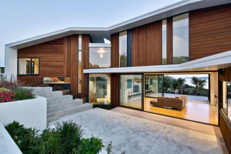 terrasse de nuit - Korokoro House par Parsonson Architects - Korokoro, Nouvelle Zélande