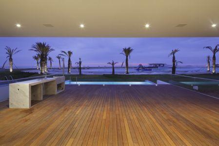 terrasse de nuit - La Jolla Beach House II par Juan Carlos Doblado - Asia District, Pérou
