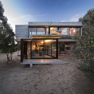 terrasse de nuit - MR House par Luciano Kruk Arquitectos - La Esmeralda, Argentine