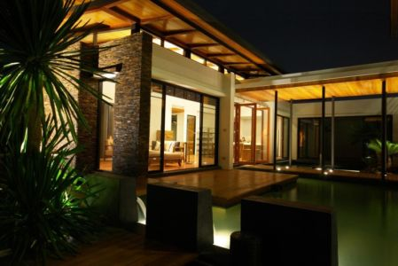 terrasse de nuit - Nature House par JUNSEKINO Architect - Changwattana, Bangkok, Thaïlande