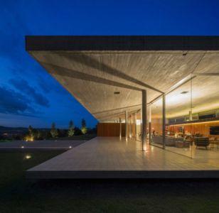 terrasse de nuit - Redux House par Studio mk27 - Brésil
