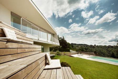 terrasse en escalier - Villa P par Love Architecture - Graz, Autriche