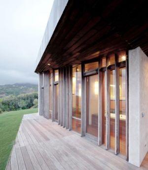 terrasse et baie vitrée - Clifftop House Maui par Dekleva Gregoric Arhitekti - Maui, Hawaï