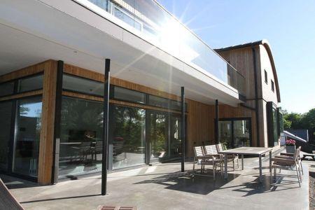 terrasse et baie vitrée - Villa E par Stringdahl Design - Suède