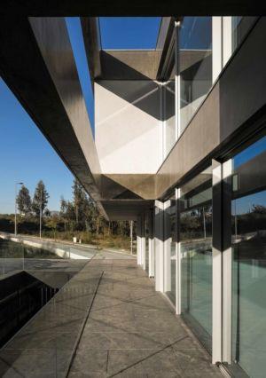 terrasse et baies vitrée - BE House par Spaceworkers - Paredes, Espagne