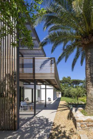 terrasse et brise-soleil - Maison L2 par Vincent Coste - Saint-Tropez, France