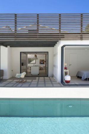 terrasse et ouverture cuisine - Maison L2 par Vincent Coste - Saint-Tropez, France