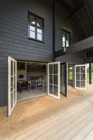 terrasse et pièce de vie - Ranch par Aketuri Architekai - Lituanie